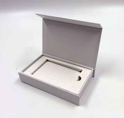 קופסא מגנטית HINGBOX קשיחה לגיפט קארד 7/12/2 - לבן מט