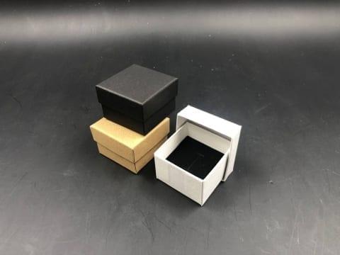 MK-016 קופסת תכשיט סינית 5/5/3.5 לבן/שחור/קרפט