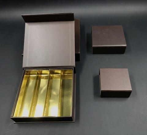 קופסת לוקס מגנטית ל-4 שורות פרלינים 140/140/30 - חום